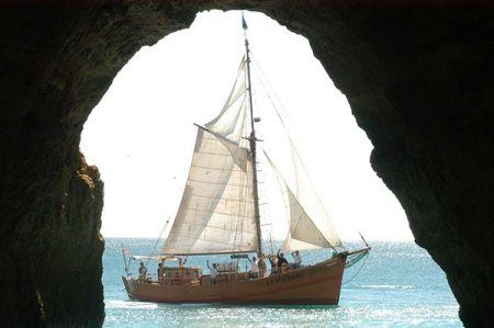 Leãozinho, sailing boat seen from the cave