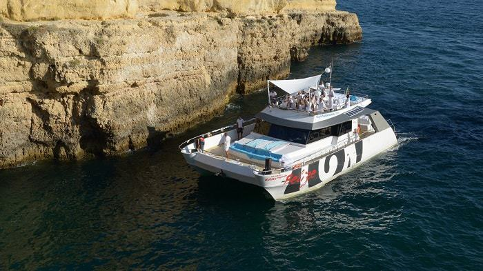 Catamaran Belize in Albufeira near a cliff