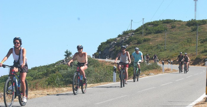 Group On Downhill Road Foia (1)